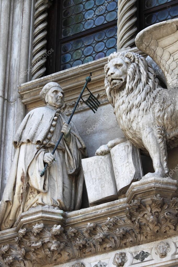 de gevleugelde leeuw en de doge francesco foscari op het