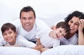šťastný rodinný portrét