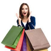 Krásná žena v neformálním oblečení s nákupní tašky, na bílém pozadí