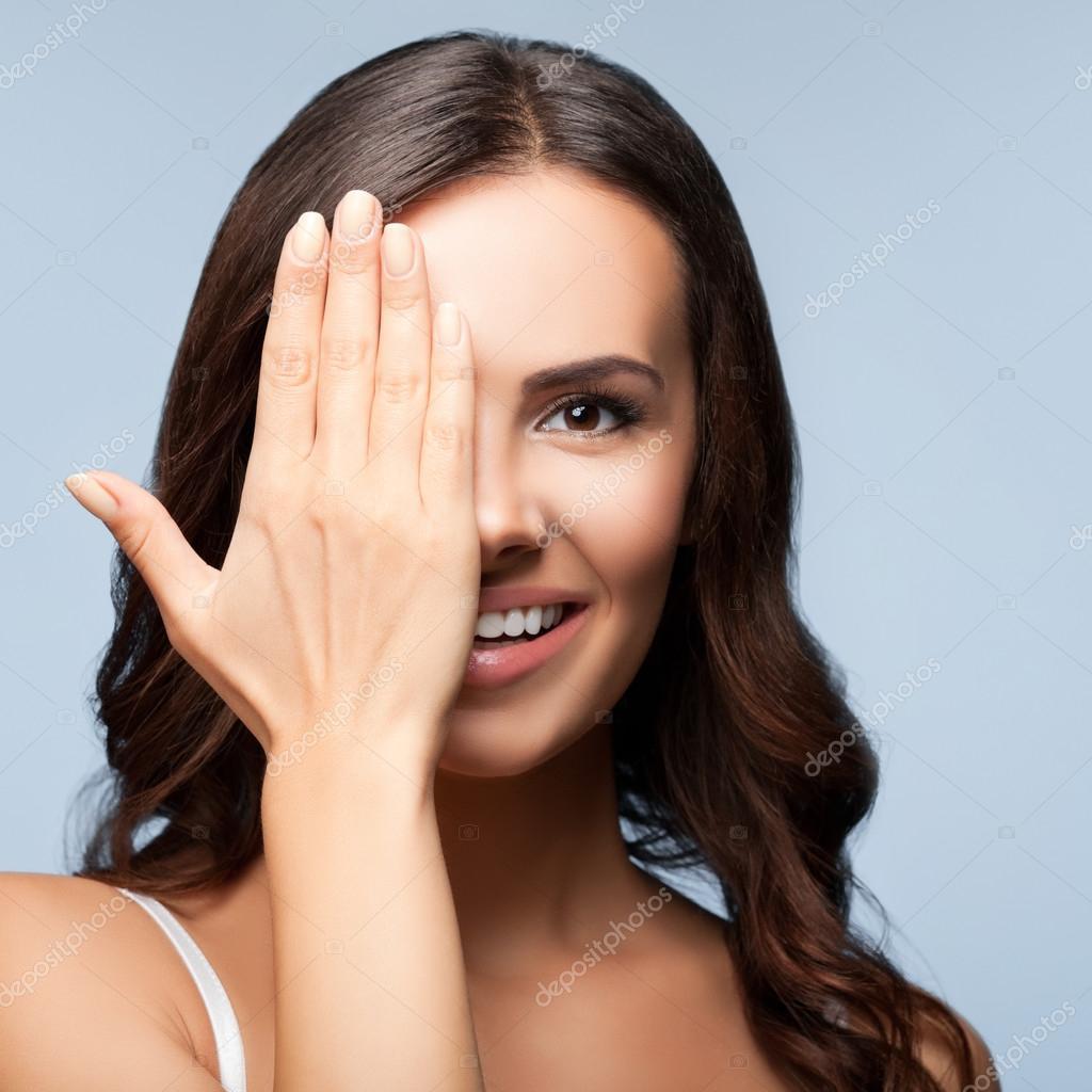 если человек прикрыл глаза на фото для массажа изысканный