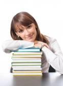 Mladá žena s učebnice, na bílém pozadí