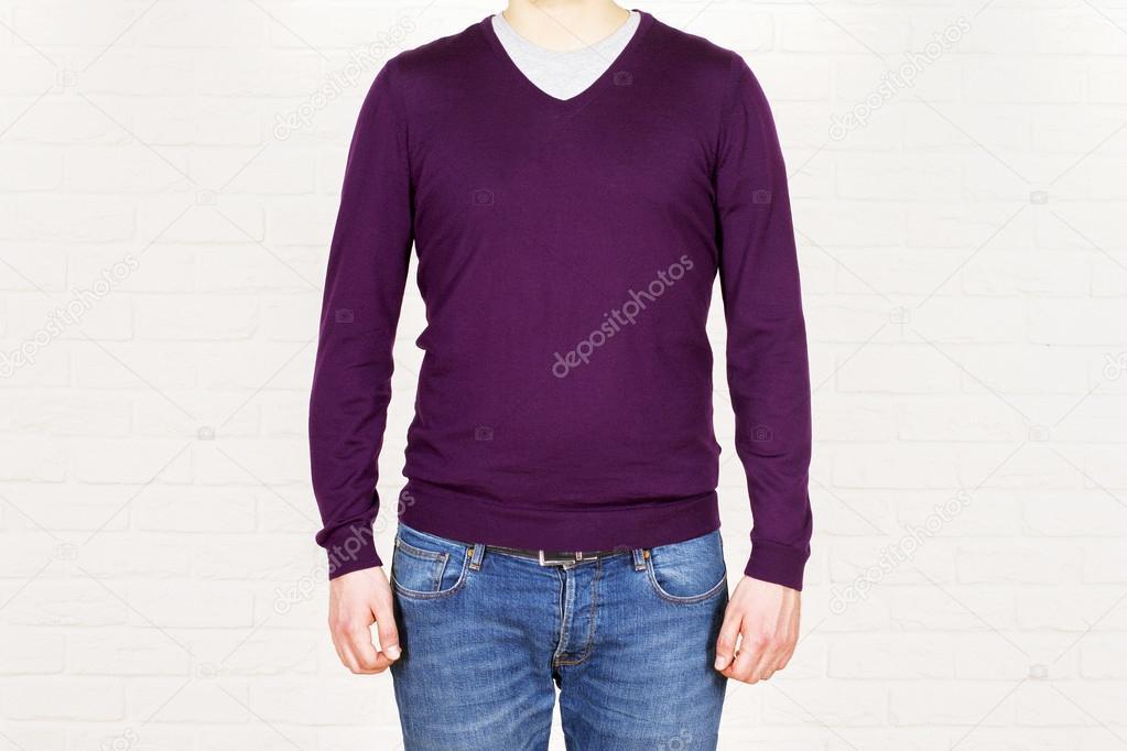 huge selection of 9c603 60c10 Männer in Jeans und lila Hemd — Stockfoto © peshkova #105918710