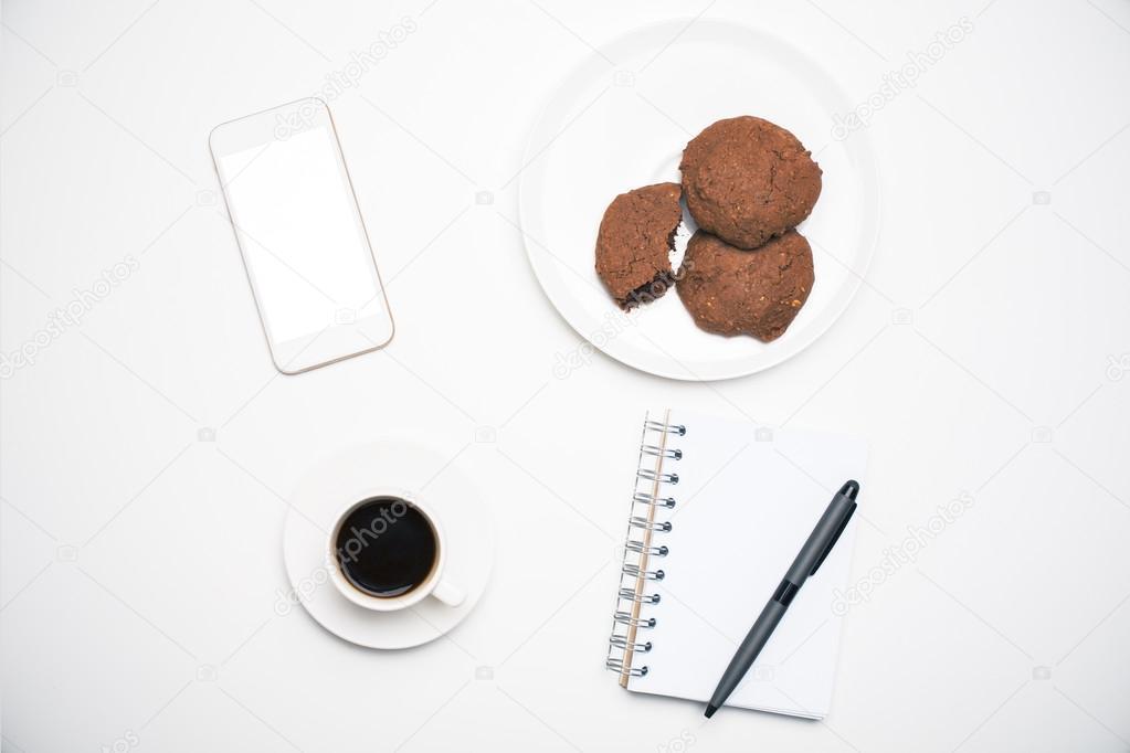 Oggetti Da Ufficio : Scrivania da ufficio con oggetti u foto stock peshkova