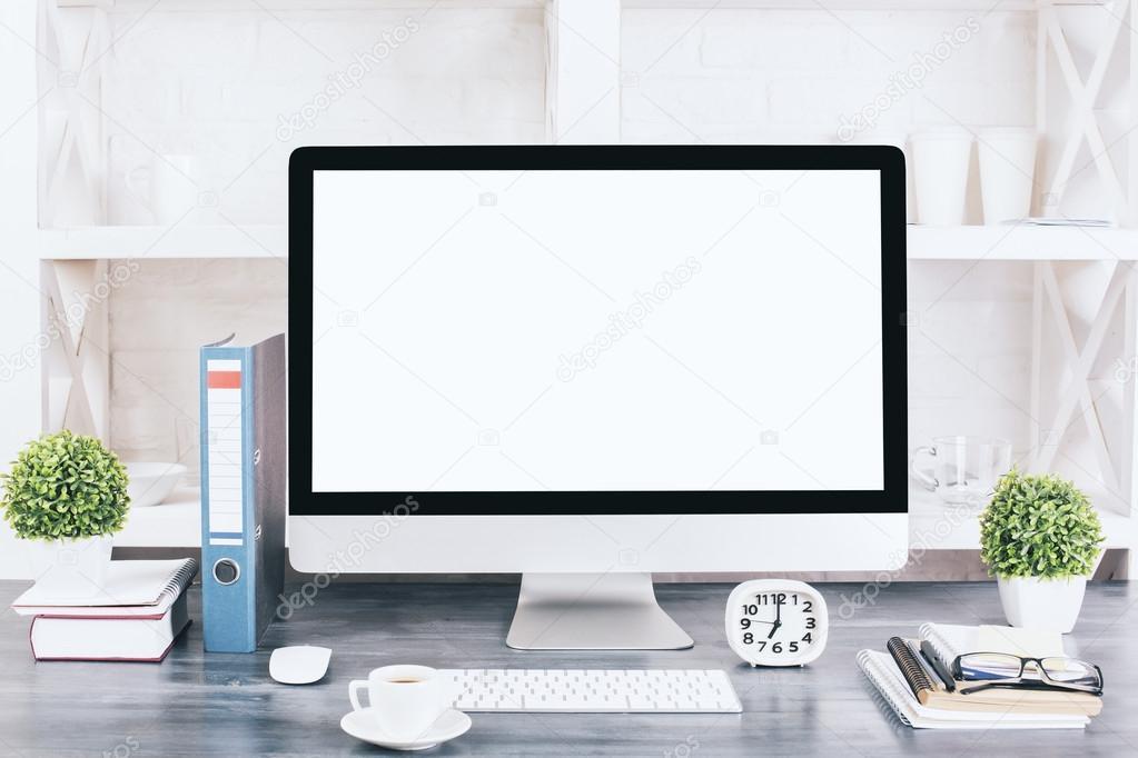 Bureau De Concepteur Createur Avec Le Moniteur Blanc Blanc