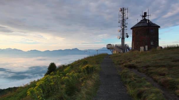 Komunikační stanici a úžasné ráno v Gerlitzen Apls v Rakousku