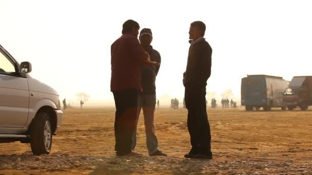 chudí lidé silueta vesnice v poušti Rajasthan Indie