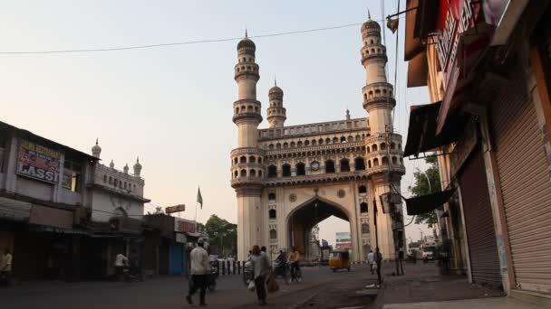 Ulice na pozadí Charminar památník