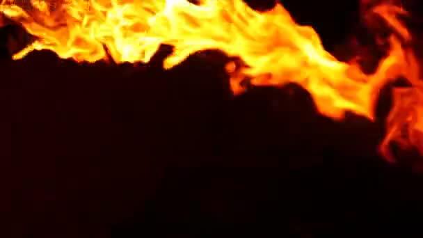plamen ohně izolovaných na černém pozadí