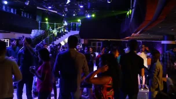 Ночные клубы бесплатно видео газгольдер клуб москва меню цены