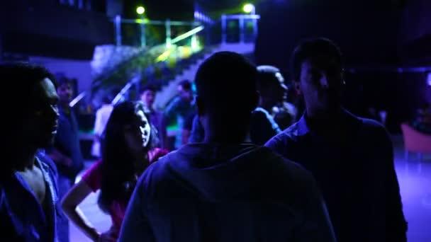 Ihdian lidí na taneční Party