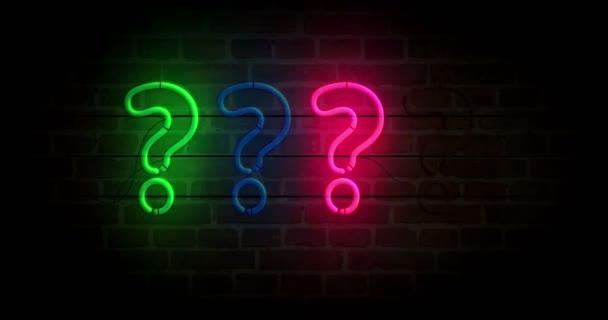 Symbol otazníku na cihlové zdi. Žárovky světlé barvy se znakem kvíz. Animace smyčky a bezproblémové abstraktní koncepce.