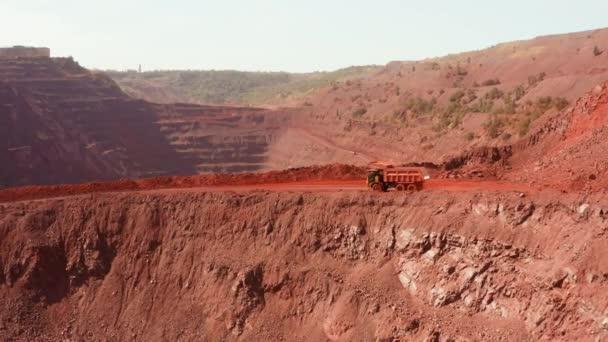 Průmyslový důl kamion lomy práce rock geologie stroj