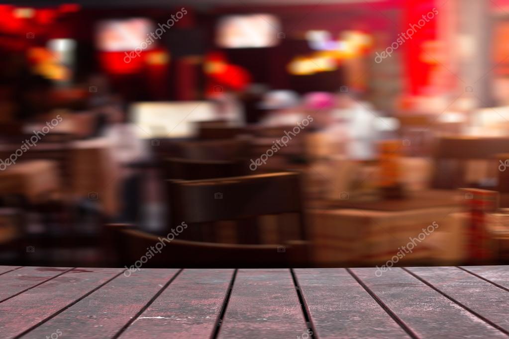 Bureau de vieux bois brun au restaurant u2014 photographie wyoosumran