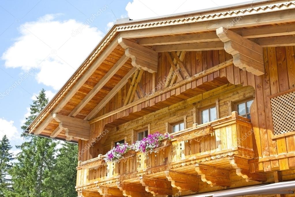 Typische Holzbalkon In Tirol Osterreich Stockfoto C Gigra 122121654