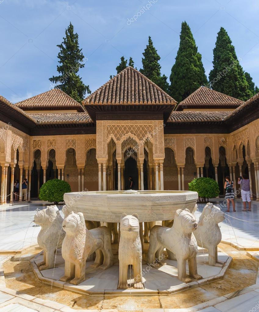 Patio De Los Leones In Alhambra Granada Stock Editorial Photo