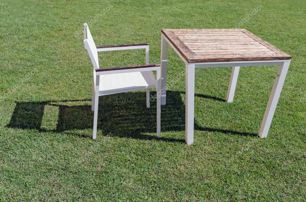 Garten Tisch Und Stuhl Stockfoto Alfonsodetomas 53110563