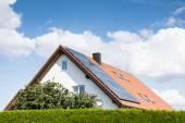 moderní dům s Fotovoltaický systém