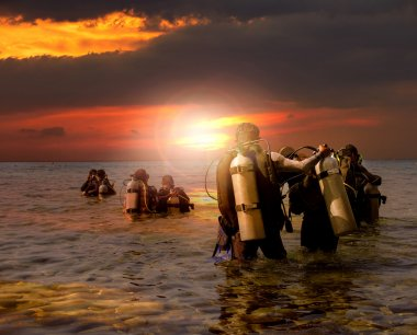 group of scuba diving preparing to night diving at sea side agai