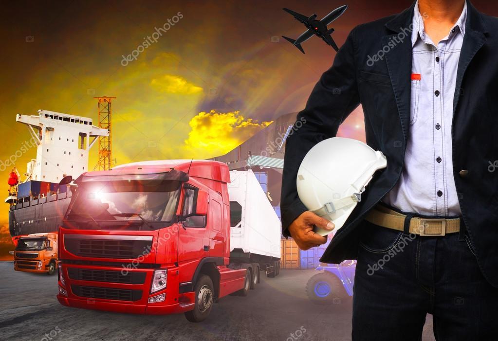 Hombre de trabajo en el transporte mar timo puerto carga log stica de carga e importaci n - Trabajo en el puerto ...