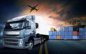 kontejnerové nákladní automobil v námořní přístav