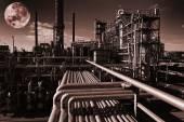 Öl und Gas Raffinerie in der Nacht