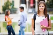 usmívající se student