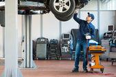 Fotografie Mechanik v práci v garáži