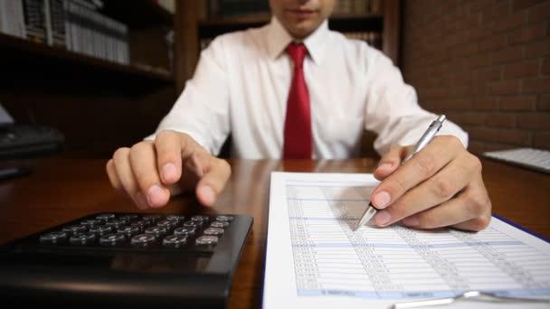 Podnikatel vede papír funguje