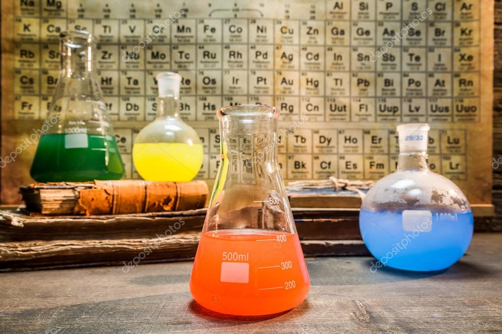 Laboratorio qumico vintage con tabla periodica de elementos fotos laboratorio qumico vintage con tabla periodica de elementos fotos de stock urtaz Choice Image