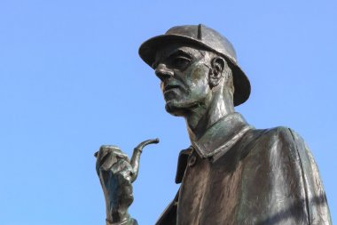 Sherlock Holmes sculpture in London