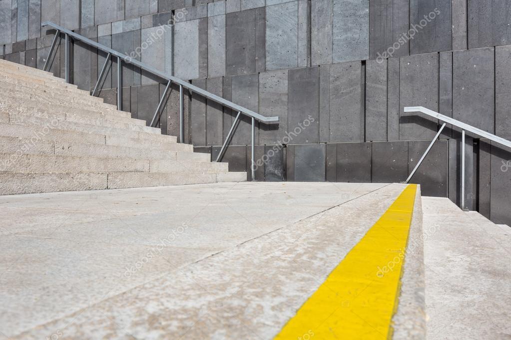 Trap voor betonnen wand u2014 stockfoto © kyrien #85702384