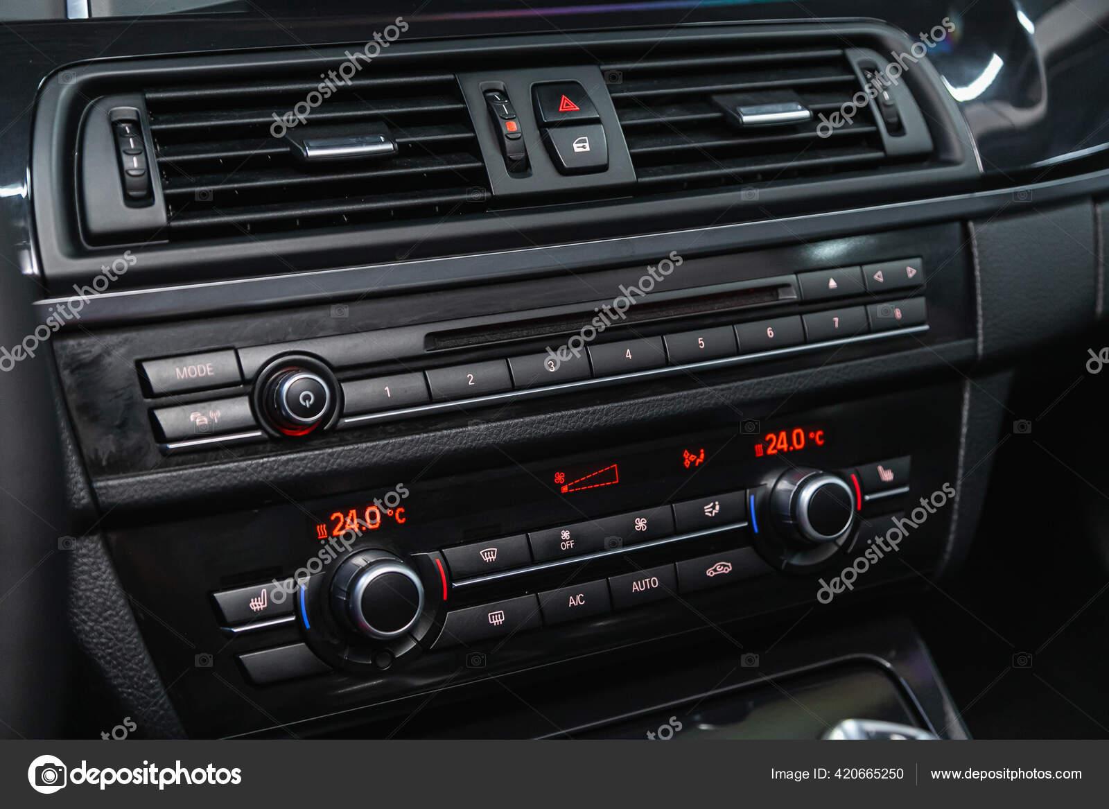 Novosibirsk Russia Outubro 2020 Bmw Close Painel Carro Com Botao Fotografia De Stock Editorial C Everyonensk 420665250