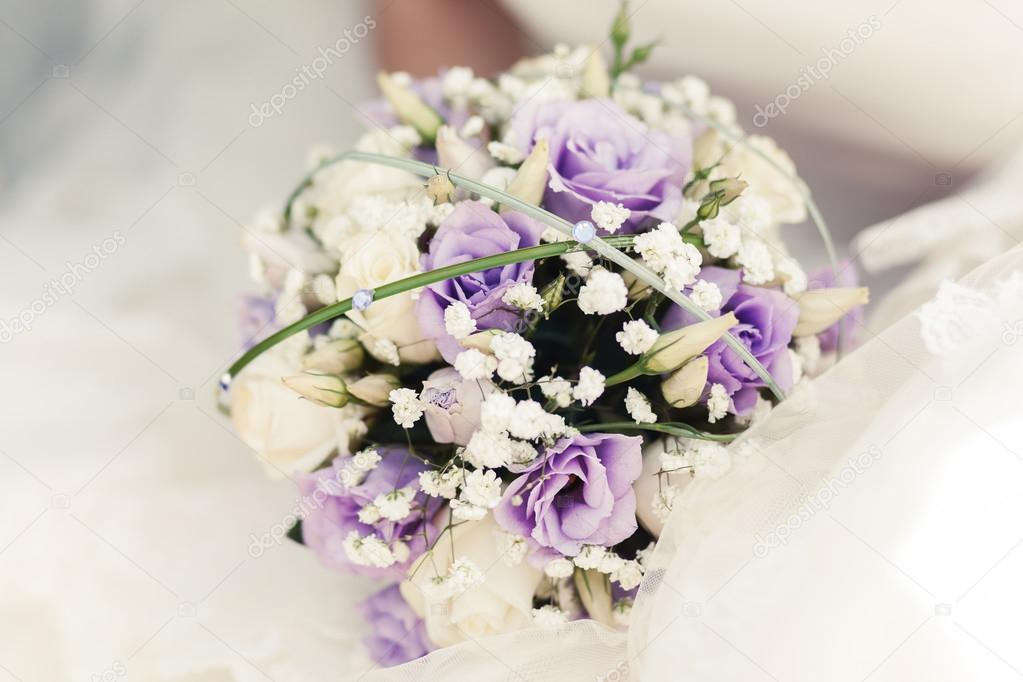 White and purple roses bride bouquet stok foto sunapple 101295428 beautiful bouquet with roses and purple flowers in summer sunapple fotoraf mightylinksfo