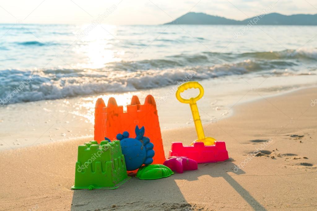 серьезное картинка игрушка на берегу моря участие воспитании