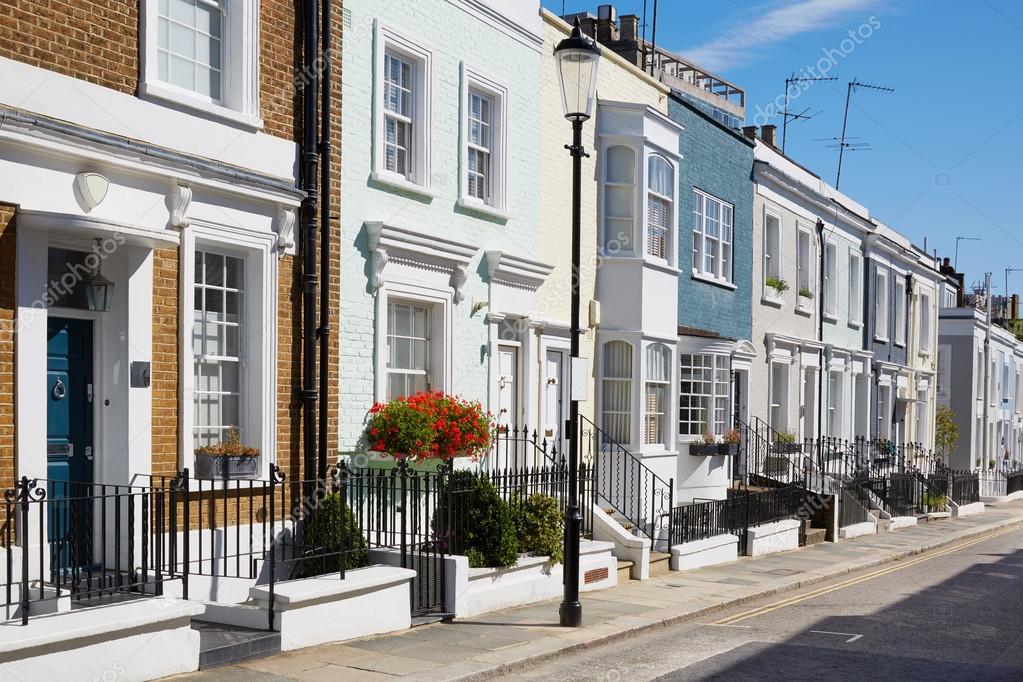 Facciate di case inglesi colorato in una giornata di sole for Immagini facciate case