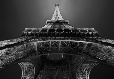 Eiffel tower in Paris at night, black and white