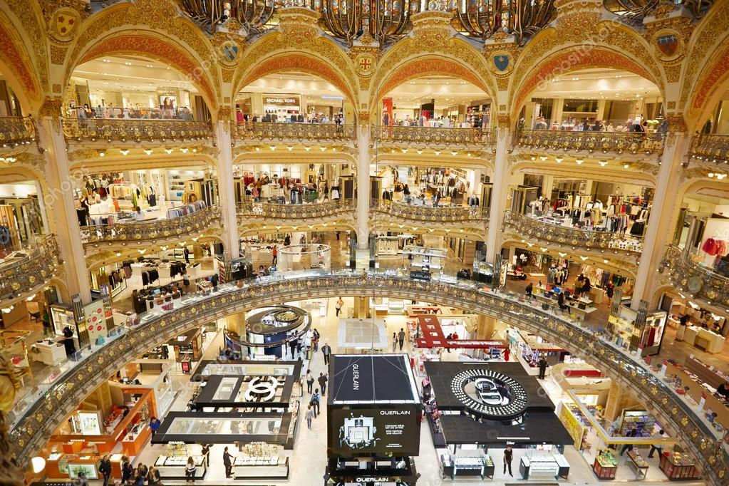 Connu Galeries Lafayette luxury mall interior in Paris – Stock Editorial  VA84