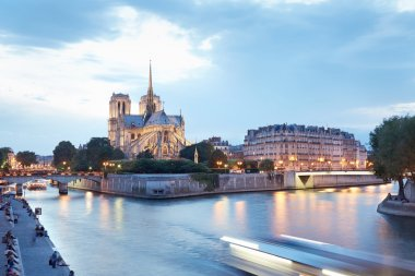 Notre Dame de Paris in the evening
