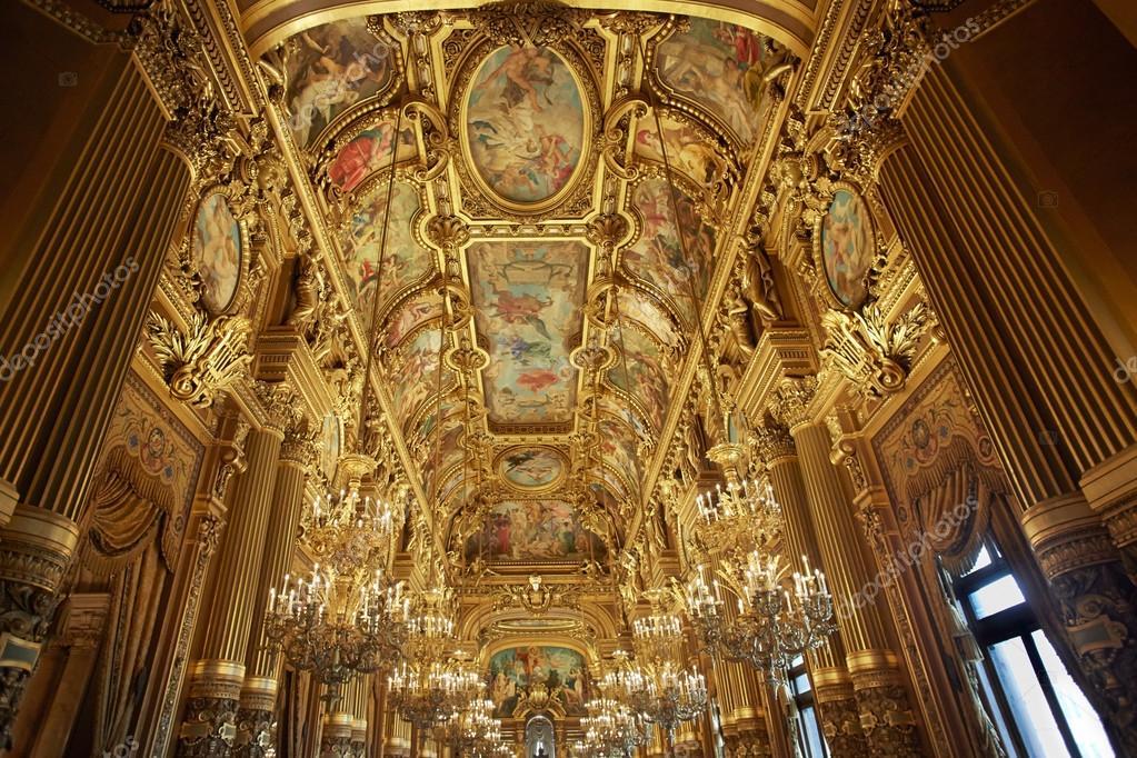 パリのオペラ座のバロック様式の...