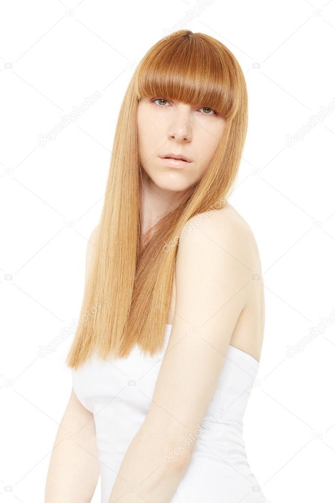 Capelli biondi. Giovane donna con lunghi b0f3912048f
