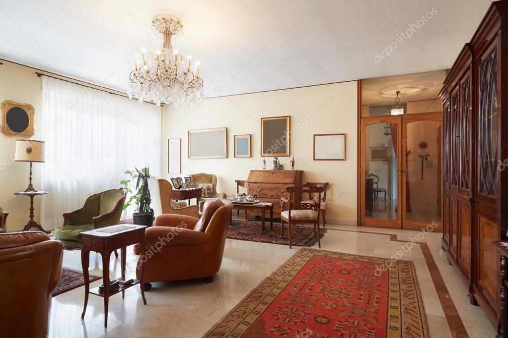 Wohnzimmer klassische einrichtung mit antiquit ten stockfoto andreaa 88934934 - Klassische wohnzimmer ...