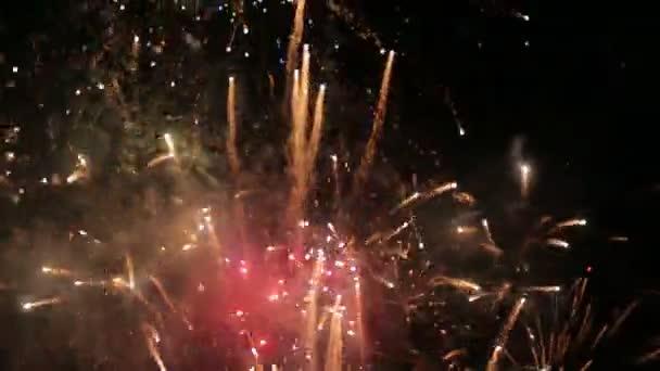 Ohňostroj oslava barva výbuchy