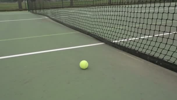 Tenisový míč soudu