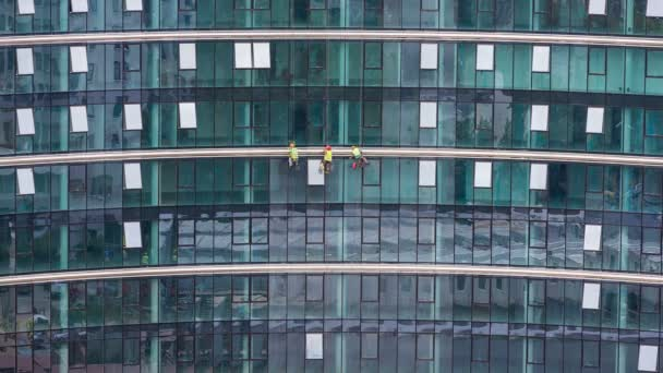 dělníci, mytí oken