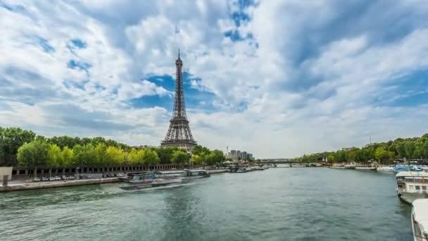 Eiffelova věž s Seiny