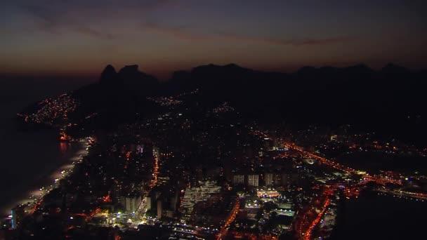 über Rio de Janeiro bei Sonnenuntergang