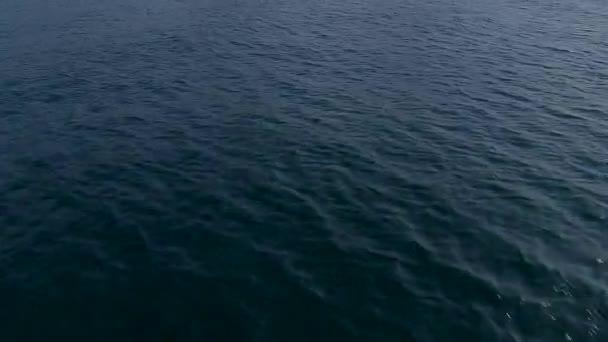 modrý oceán vody