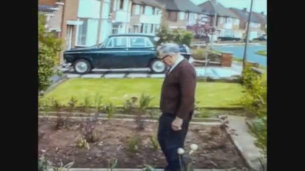 Egyesült Királyság 1966, Idősek nem kertészkedés 2