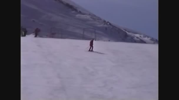 Italy 1988, Skiers on the dolomites 4