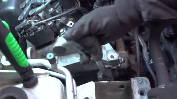 Engine repair detail 7